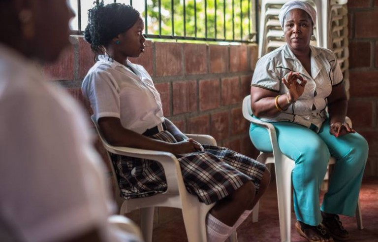 "Coordinator Gloria Amparo explains the Butterflies outreach program to young women. ""When a woman knows her rights, it allows her to have choices and make decisions,"" she said. Photo by J. Arredondo/UNHCR"