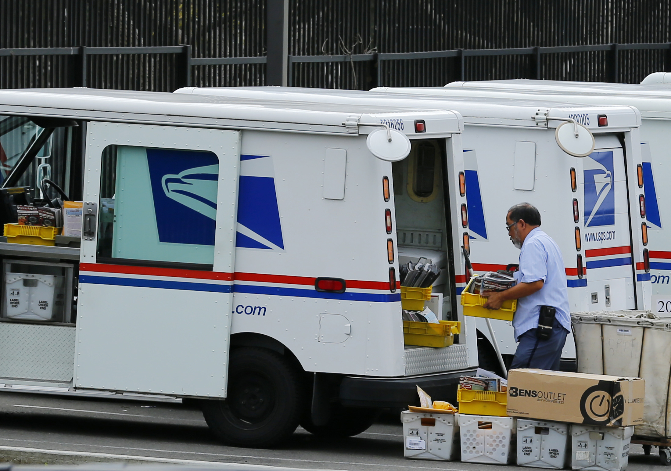 Dog Attacks Of U S Postal Workers Highest In Three Decades Pbs