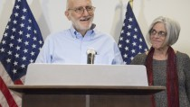 Alan Gross, alongside his wife Judy,speaks at a press conference after being released by Cuba on December 17, 2014 in Washington,DC. Gross, an American contractor jailed on the communist-ruled island since 2009. Photo by Saul Loeb/AFP/Getty Images