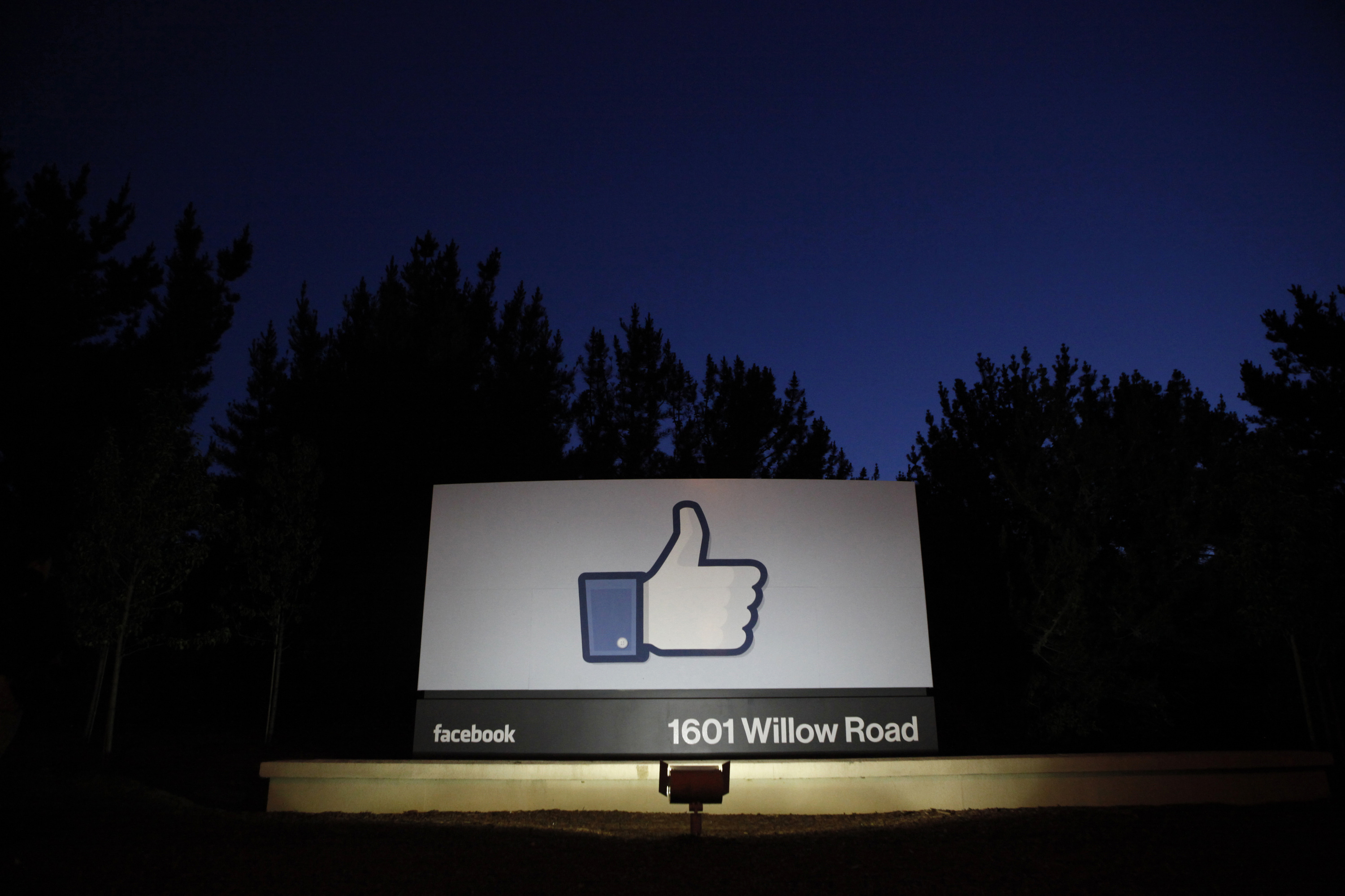 The sun rises behind the entrance sign to Facebook headquarters in Menlo Park before the company's IPO launch, May 18, 2012. Facebook Inc, will begin trading on the Nasdaq market on Friday, with it's initial public offering at $38 per share, valuing the world's largest social network at more than $100 billion.   REUTERS/Beck Diefenbach   (UNITED STATES - Tags: BUSINESS) - RTR328RK