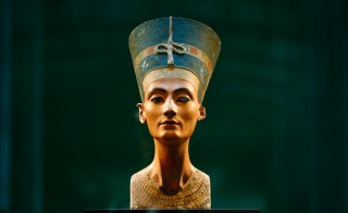 The bust of Egyptian Queen Nefertiti is on display at Neues Museum in Berlin, Germany on Sept. 10, 2014. Photo by Andreas Rentz/Getty Images