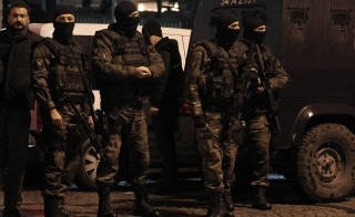 Special forces police officers stand guard at the scene of a bomb blast in Istanbul January 6, 2015. A Turkish police officer died of injuries sustained in an attack by a suicide bomber on a police station in the heart of Istanbul's historic Sultanahmet district on Tuesday, Turkish media reported. A female assailant entered the police station, across the square from the Aya Sofya museum and Blue Mosque, and blew herself up shortly after 5 p.m. (1500 GMT), the city's governor said earlier. REUTERS/Osman Orsal