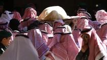 The body of Saudi King Abdullah bin Abdul Aziz is carried during his funeral at Imam Turki Bin Abdullah Grand Mosque, in Riyadh
