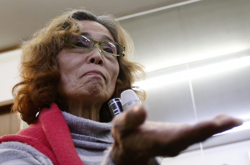 Junko Ishido, whose son Japanese journalist Kenji Goto is thought to be held by Islamic State militants, speaks to reporters at her house in Tokyo January 30, 2015. Goto's wife Rinko urged the Japanese and Jordanian governments to work for his release shortly before a deadline set by his captors expired. REUTERS/Yuya Shino (JAPAN - Tags: POLITICS CIVIL UNREST CONFLICT) - RTR4NHDV