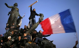 A man holds a giant pencil as he takes part in a Hundreds of thousands of French citizens solidarity march (Marche Republicaine) in the streets of Paris January 11, 2015. French citizens will be joined by dozens of foreign leaders, among them Arab and Muslim representatives, in a march on Sunday in an unprecedented tribute to this week's victims following the shootings by gunmen at the offices of the satirical weekly newspaper Charlie Hebdo, the killing of a police woman in Montrouge, and the hostage taking at a kosher supermarket at the Porte de Vincennes.      REUTERS/Stephane Mahe (FRANCE  - Tags: CRIME LAW POLITICS CIVIL UNREST SOCIETY TPX IMAGES OF THE DAY)