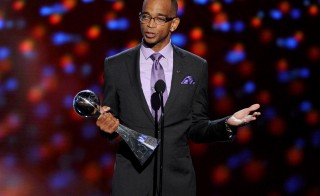 TV personality Stuart Scott accepts the 2014 Jimmy V Perseverance Award onstage during the 2014 ESPYS at Nokia Theatre L.A. Live on July 16, 2014 in Los Angeles, California. (Photo by Kevin Winter/Getty Images)