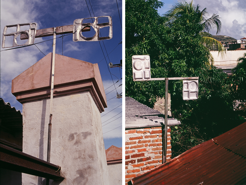 Metal meal trays repurposed as television antennas are visible on rooftops across Cuba. Photo by Ernesto Oroza & Penelope de Bozzi