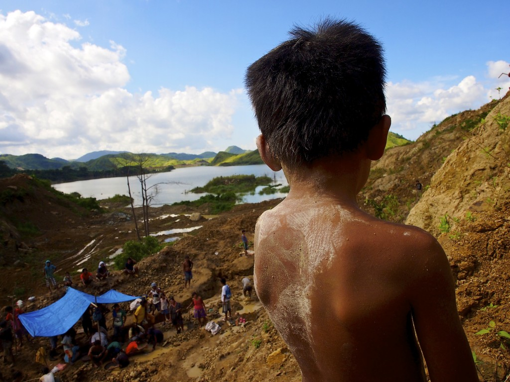 Children work alongside adults at the Panique mining area about 10 kilometers outside the town of Aroroy on the Island of Masbate. Masbate is about 350 miles south of the Philippine capital of Manila. Photo by Larry C. Price