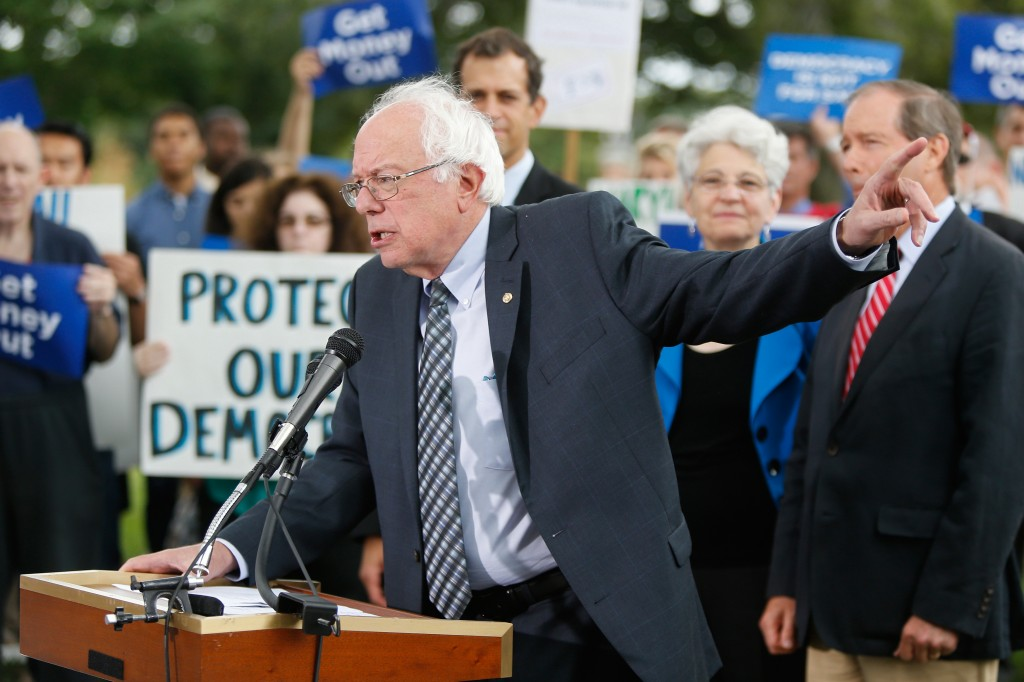 U.S. Senator Bernie Sanders (D-VT) (R) addresses a news conference in support of a proposed constitutional amendment for campaign finance reform, on Capitol Hill in Washington September 8, 2014.  REUTERS/Jonathan Ernst    (UNITED STATES - Tags: POLITICS) - RTR45FDR