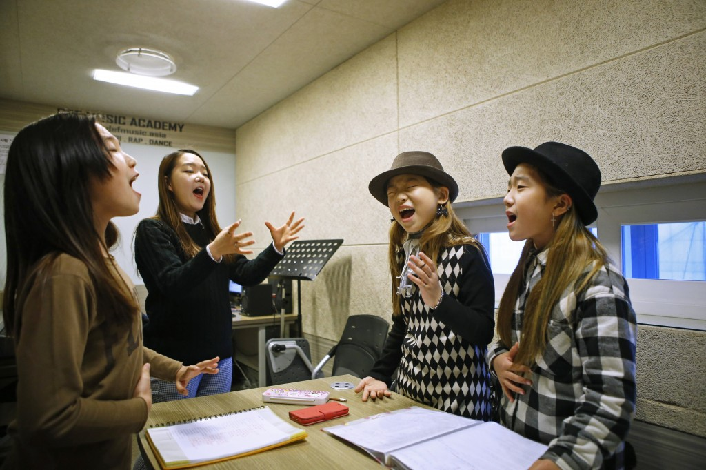 Photos: South Korean teens dream of becoming the next K-pop star | PBS ...