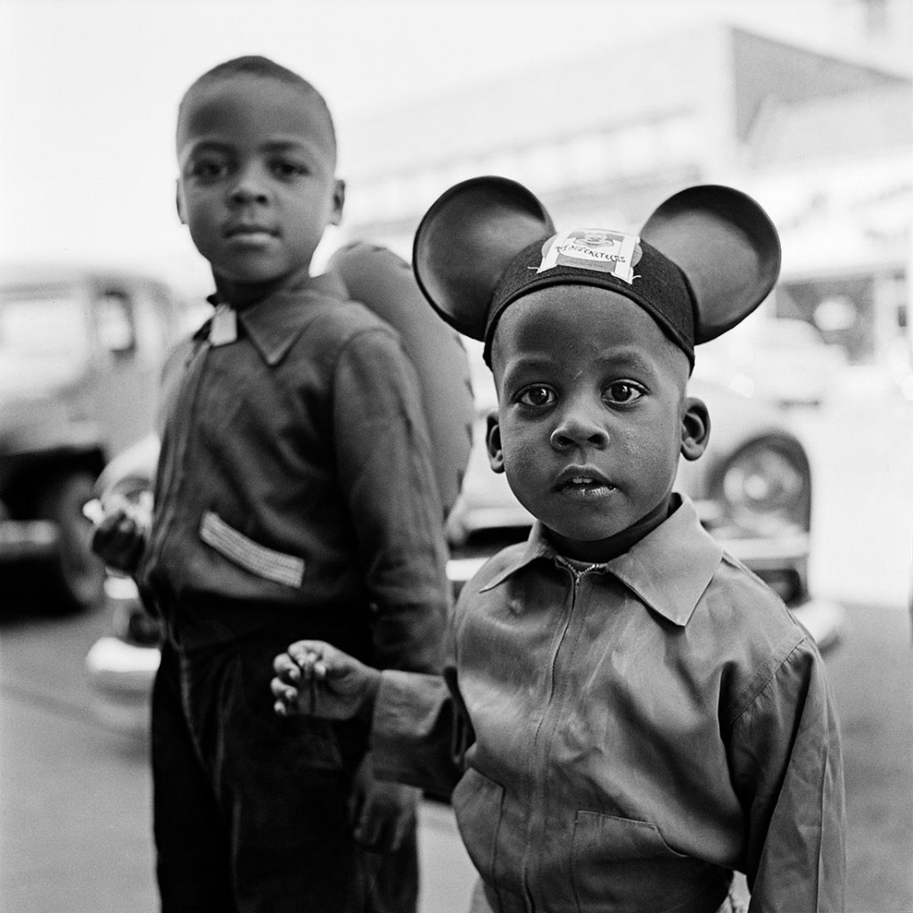 June 1954, New York, NY. Photo by Vivian Maier, courtesy the Maloof Collection/Howard Greenberg Galleries