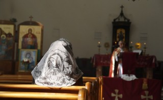 An Assyrian woman attends a mass in solidarity with Assyrians abducted by Islamic State fighters in Syria, March 1, 2015. Islamic State militants  have taken hundreds of Assyrian prisoners in Iraq and Syria. Photo by Omar Sanadiki/Reuters