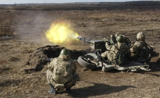 Newly mobilized Ukrainian paratroopers fire a machine gun during a military drill near  the Ukrainian city of Zhytomyr on March 6, 2015. The United States is sending Ukraine further aid, including unarmed drones, but no lethal weaponry. Photo by Valentyn Ogrienko/Reuters