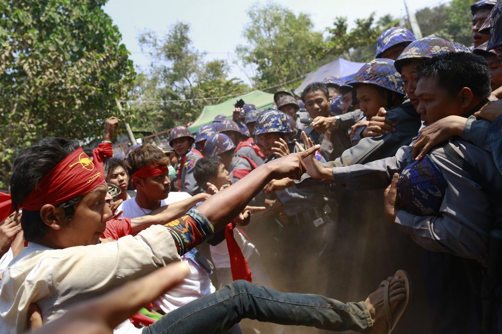 Police clash with student protesters during a protest in Letpadan March 10, 2015. Myanmar police beat students, monks and journalists with batons on Tuesday as they dispersed a protest against a proposed new education law after a standoff that lasted more than a week, a Reuters witness said. REUTERS/Soe Zeya Tun