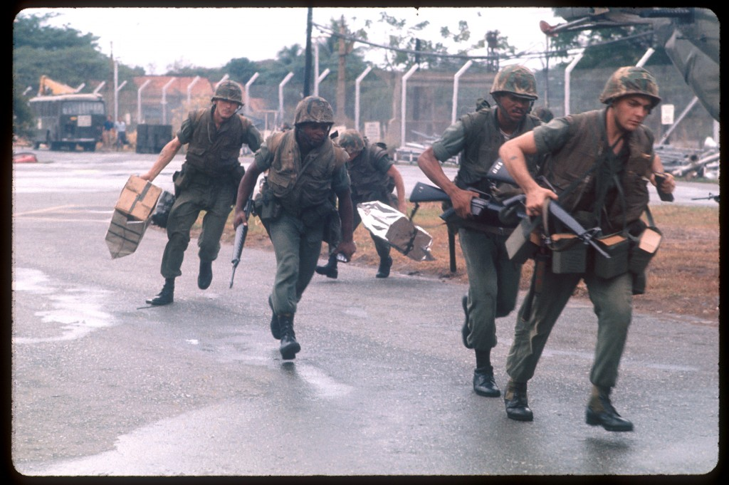 U.S. Marines secure the landing zone for evacuation choppers while under Viet Cong fire at Tan Son Nhut airbase in Vietnam, during the fall of Saigon, April 15, 1975. Photo by Dirck Halstead/Liaison