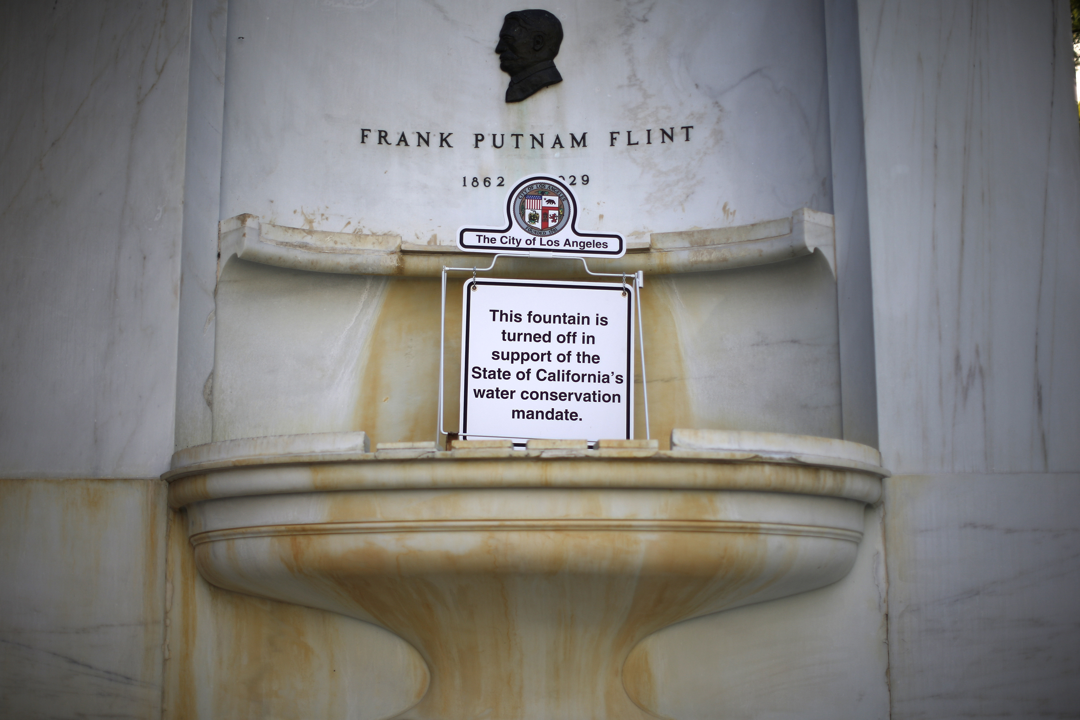 A fountain outside City Hall is shut down due to the drought, Los Angeles, California, January 6, 2015. Photo by Lucy Nicholson/Reuters