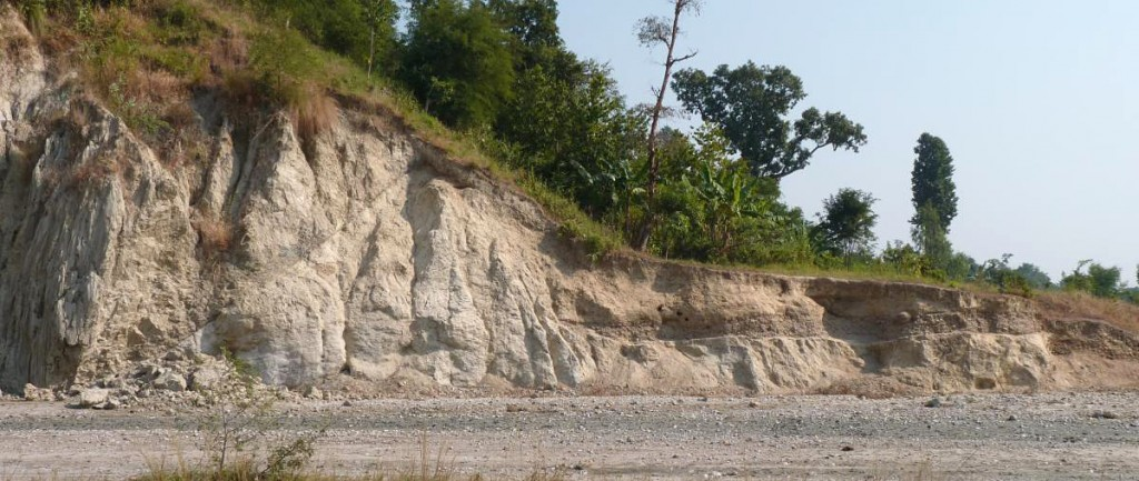 Sir Khola river-cut cliff, Nepal. On the left hand side, a ruptured thrust fault (zigging cut in the rock) is clearly visible. Photo courtesy of Paul Tapponnier Tectonics Lab