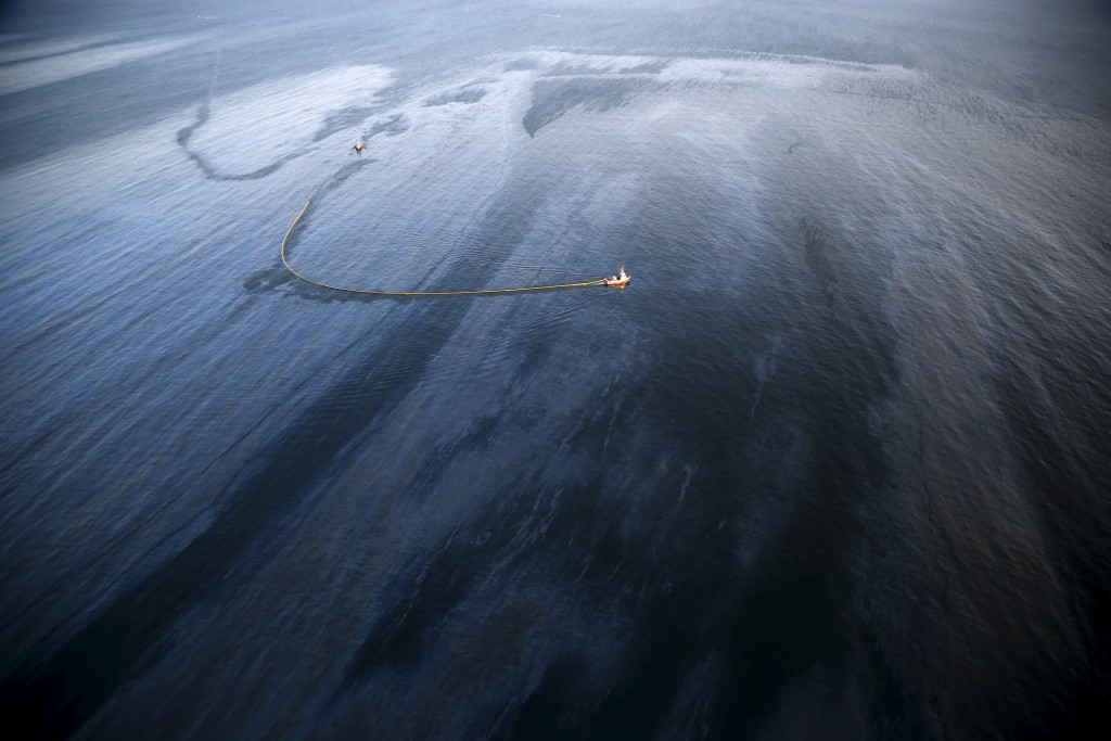 A widespread oil slick covers the coast of Refugio State Beach in Goleta, California, United States, May 19, 2015. Photo by Lucy Nicholson/Reuters