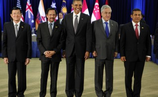 U.S. President Barack Obama (C) poses with the Trans-Pacific Partnership Leaders. Photo by REUTERS/Larry Downing