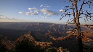 The sun sets at Grand Canyon National Park in northern Arizona, April 14, 2015. Picture taken April 14.  REUTERS/Jim Urquhart  - RTR4XO9H