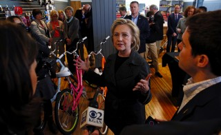 U.S. presidential candidate Hillary Clinton answers questions after a roundtable campaign event with small businesses in Cedar Falls, Iowa, United States, May 19, 2015.    REUTERS/Jim Young   - RTX1DOVL