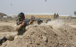 Iraqi soldiers train with members of the U.S. Army 3rd Brigade Combat Team, 82nd Airborne Division, at Camp Taji, Iraq, in this U.S. Army photo released June 2, 2015. The United States is expected to announce on Wednesday plans for a new military base in Iraq's Anbar province and the deployment of around 400 additional U.S. trainers to help Iraqi forces in the fight against Islamic State, a U.S. official said.   REUTERS/U.S. Army/Sgt. Cody Quinn/Handout   THIS IMAGE HAS BEEN SUPPLIED BY A THIRD PARTY. IT IS DISTRIBUTED, EXACTLY AS RECEIVED BY REUTERS, AS A SERVICE TO CLIENTS. FOR EDITORIAL USE ONLY. NOT FOR SALE FOR MARKETING OR ADVERTISING CAMPAIGNS - RTX1FXPO