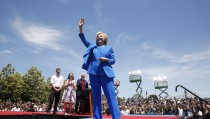 """U.S. Democratic presidential candidate Hillary Clinton is joined onstage by her husband former President Bill Clinton, her daughter Cheslea and her husband Marc Mezvinsky (L)  after she delivered her """"official launch speech"""" at a campaign kick off rally in Franklin D. Roosevelt Four Freedoms Park on Roosevelt Island in New York City, June 13, 2015. REUTERS/Lucas Jackson  - RTX1GD35"""
