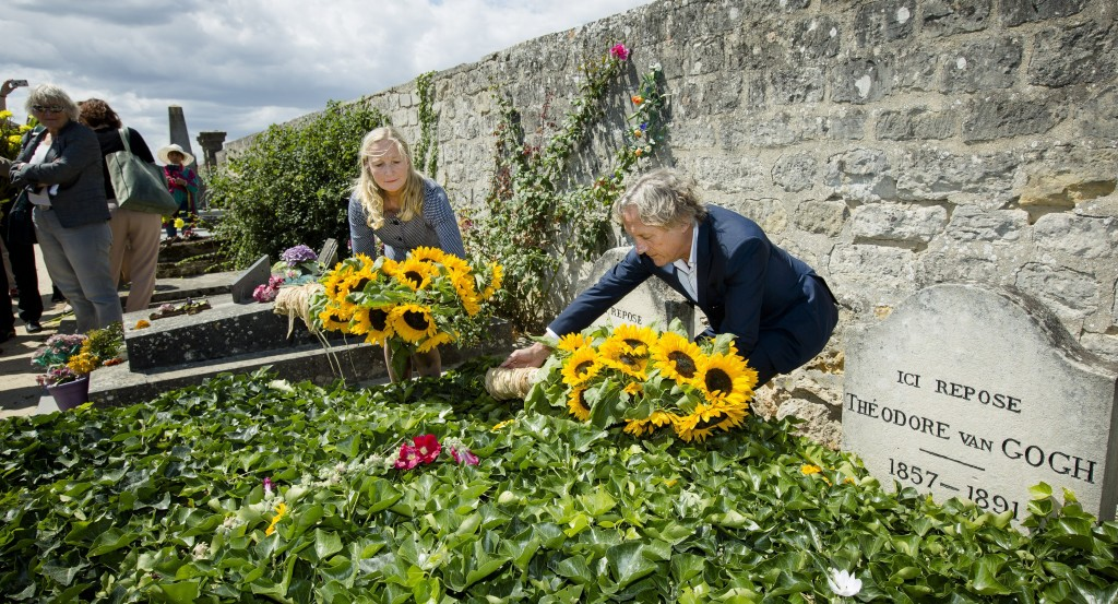 Machteld van Laer (L) and Willem van Gogh, descendants of Dutch painter Vincent van Gogh, lay down sunflowers at his grave on the 125th anniversary of his death on July 29, 2015 in Auvers-sur-Oise, northern France. AFP PHOTO / ANP / BART MAAT +++ NETHERLANDS OUT        (Photo credit should read BART MAAT/AFP/Getty Images)