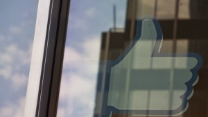 "The Facebook ""Like"" icon is displayed in a window at the offices of J.P. Morgan in New York City, New York May 4, 2012. Facebook Inc aims to raise about $10.6 billion in Silicon Valley's largest IPO, dwarfing the coming-out parties of tech companies like Google Inc and granting the world's largest social network a market value close to Amazon.com's.REUTERS/Lee Celano (UNITED STATES - Tags: BUSINESS SCIENCE TECHNOLOGY) - RTR31M4J"