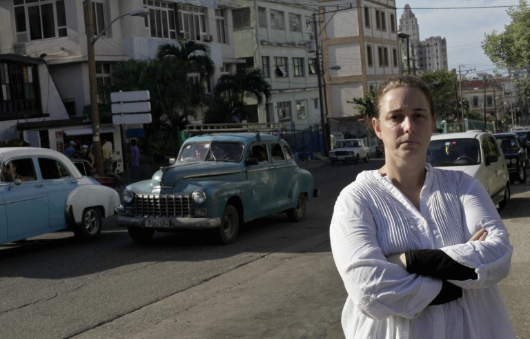 Cuban artist Tania Bruguera posses for a picture in Havana December 31, 2014.  Bruguera was one of several people freed on Wednesday after they were held overnight to thwart an unauthorized open microphone demonstration which Bruguera had organized for the day before. The crackdown has tested Cuba's new detente with the United States. REUTERS/Enrique De La Osa (CUBA  - Tags: POLITICS) - RTR4JROF