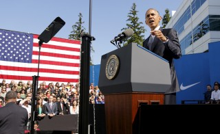 U.S. President Barack Obama delivers remarks on trade at Nike's corporate headquarters in Beaverton, Oregon May 8, 2015. Sports shoe maker Nike Inc put its weight behind Obama's push for a trade deal with Asian countries (Trans-Pacific Partnership) on Friday with a promise to create up to 10,000 U.S.-based manufacturing jobs if the pact is approved.  Photo by Jonathan Ernst/REUTERS