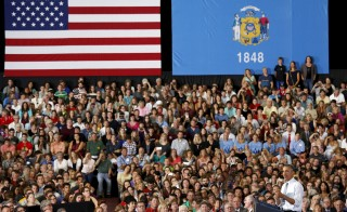 U.S. President Barack Obama speaks about the economy during a visit to the University of Wisconsin La Crosse July 2, 2015. REUTERS/Kevin Lamarque  - RTX1ITBH