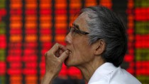 An investor looks at an electronic board showing stock information at a brokerage house in Shanghai, China, July 10, 2015. Chinese stocks rose strongly for a second day on Friday, buoyed by a barrage of government support measures, but worries persist about the long-term impact that four weeks of stock market turmoil may have on the world's second-largest economy. REUTERS/Aly Song      TPX IMAGES OF THE DAY      - RTX1JTDV