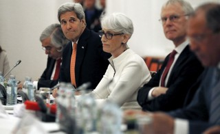 U.S. Secretary of State John Kerry (2nd L) meets with foreign ministers and delegations from Germany, France, China, Britain, Russia and the European Union at a hotel in Vienna, Austria July 13, 2015. Iran and six world powers were close to clinching an historic pact on Monday that would bring Iran sanctions relief in exchange for curbs on its nuclear programme, but an Iranian negotiator said he could not guarantee a deal was imminent.  REUTERS/Carlos Barria  - RTX1K6H6