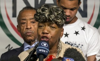 Gwen Carr, mother of Eric Garner, speaks during a news conference at the National Action Network in New York July 14, 2015. One day after settling a $5.9 million wrongful death case with New York City, the family of Eric Garner renewed calls to criminally charge the police officer who put him in a fatal chokehold last July. REUTERS/Brendan McDermid  - RTX1KAK7