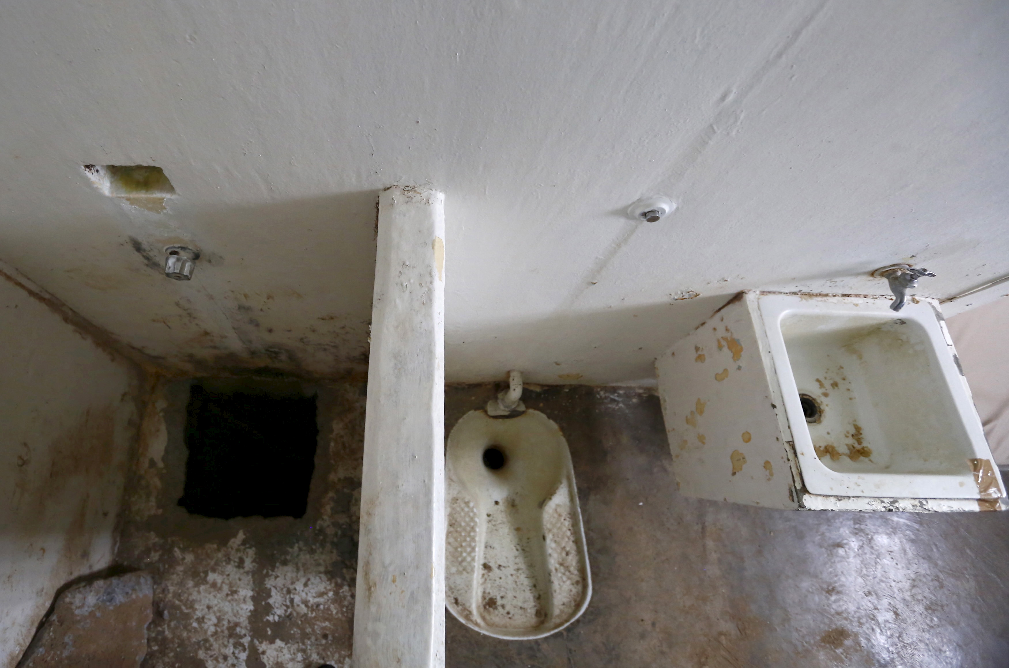 "A picture from July 15 of the opening of the tunnel and the toilet area inside drug lord Joaquin ""El Chapo"" Guzman's cell in the Altiplano Federal Penitentiary, in Almoloya de Juarez, on the outskirts of Mexico City, where he escaped, July 11, 2015. U.S. law enforcement officials met with agents of the Mexican Attorney General's office this week to share information related to the escape and coordinate efforts to apprehend Guzman, a Mexican government official said on Wednesday. Photo by Edgard Garrido/Reuters"