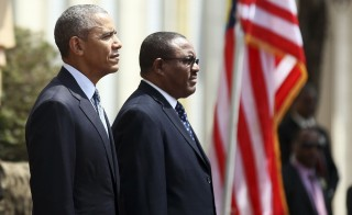 U.S. President Barack Obama (L) takes part in a welcome ceremony with Ethiopia's Prime Minister Hailemariam Desalegn (R) at the National Palace in Addis Ababa, Ethiopia July 27, 2015. The economy of Ethiopia is forecast to expand by more than 10 percent, although rights groups say Addis Ababa's achievements are at the expense of political freedom.REUTERS/Tiksa Negeri - RTX1LXZ9