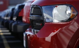 A row of new Dodge Durango SUV's and Jeeps are seen in Gaithersburg, Maryland May 1, 2013. Chrysler Group's U.S. auto sales rose 11 percent in April, led by strong demand for its Ram pickup trucks, the company said on Wednesday.   REUTERS/Gary Cameron    (UNITED STATES - Tags: TRANSPORT BUSINESS) - RTXZ676