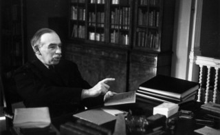 16th March 1940:  English economist John Maynard Keynes (1883 - 1946), 1st Baron Keynes, at his desk. Original Publication: Picture Post - 361 - Mr Keynes Has A Plan - pub. 1940  (Photo by Tim Gidal/Picture Post/Getty Images)