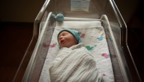 USA, Texas, Williamson county, Newborn baby in hospital crib