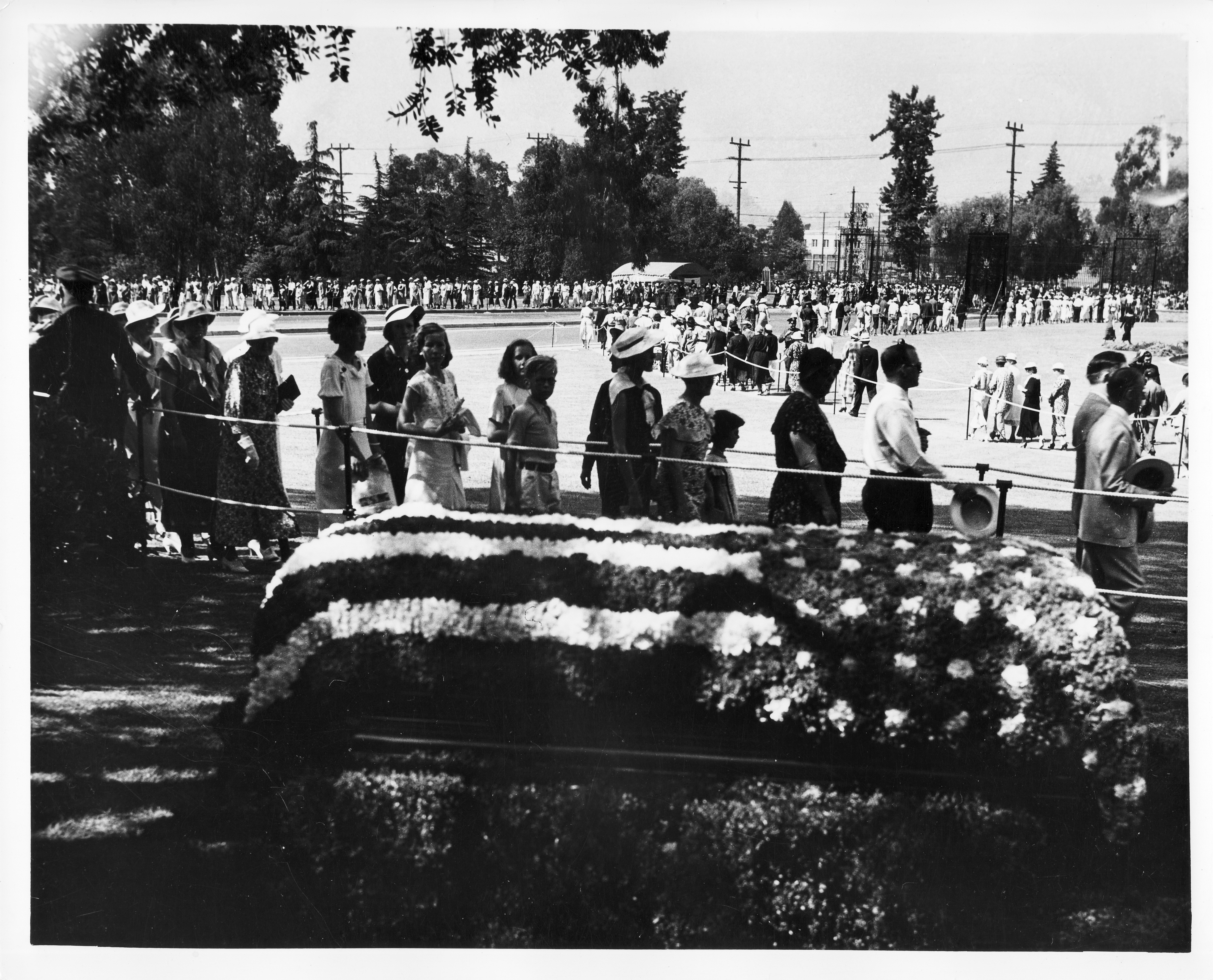 The public viewing of Rogers' flower-covered casket at Forest Lawn Cemetery in Los Angeles on Aug. 22, 1935. Image provided by Will Rogers Memorial Museum