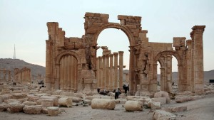 Tourists walk in the historical city of Palmyra, April 14, 2007. Islamic State fighters in Syria have entered the ancient ruins of Palmyra after taking complete control of the central city, but there are no reports so far of any destruction of antiquities, a group monitoring the war said on May 21, 2015. Picture taken April 14, 2007. Photo by Nour Fourat/Reuters