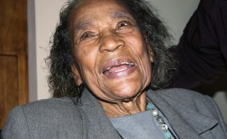 Amelia Boynton Robinson, 97, an Alabama activist, is photographed while speaking to visitors at a National Parks Service facility in Tuskegee, Alabama, January 9, 2009. Robinson, who was jailed, beaten and often risked her life to push for voting rights in the racially segregated South said she is still fighting for equal treatment of all. Barack Obama's election as the first black U.S. president has rekindled interest in the U.S. civil rights struggles of the 1950s and 1960s at a time of continuing wide disparities in income, education and health care between whites and minority groups. Picture taken January 9, 2009.   REUTERS/Andrea Shalal-Esa          (UNITED STATES) - RTR23BM6