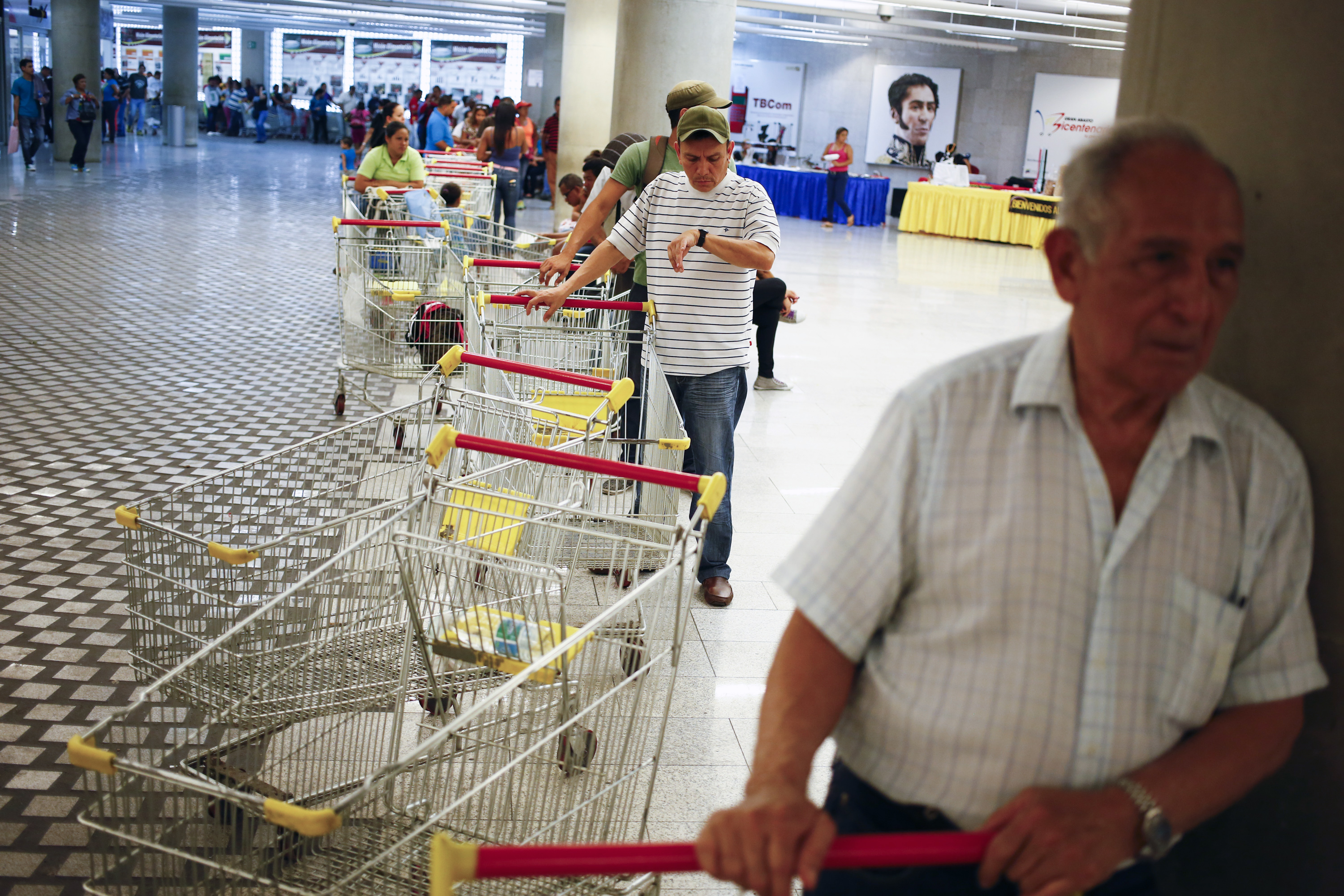 Customers line up to shop at a state-run Bicentenario supermarket in Caracas, Venezuela, May 2, 2014.  President Nicolas Maduro is introducing a controversial shopping card intended to combat Venezuela's food shortages that has been decried by critics as a Cuban-style solution illustrating the failure of his socialist policies. Photo by Jorge Silva/Reuters