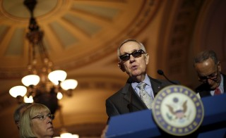 U.S. Senate Minority Leader Harry Reid (D-NV) talks to reporters during a new conference following party policy lunch meeting at the U.S. Capitol in Washington August 4, 2015. REUTERS/Carlos Barria - RTX1N1ZC