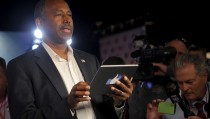 """Republican presidential candidate Dr. Ben Carson answers questions in the """"Facebook Lounge"""" at the site of the first official Republican presidential candidates debate of the 2016 U.S. presidential campaign in Cleveland, Ohio, August 6, 2015.  REUTERS/Brian Snyder - RTX1NCTP"""