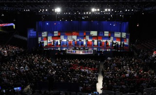Republican 2016 presidential candidates (L-R), New Jersey Governor Chris Christie, U.S. Senator Marco Rubio, Dr. Ben Carson, Wisconsin Governor Scott Walker, businessman Donald Trump, former Florida Governor Jeb Bush, former Arkansas Governor Mike Huckabee, U.S. Senator Ted Cruz, U.S. Senator Rand Paul and Ohio Governor John Kasich, debate at the first official Republican presidential candidates debate of the 2016 U.S. presidential campaign in Cleveland, Ohio, August 6, 2015. REUTERS/Aaron Josefczyk - RTX1NEA9