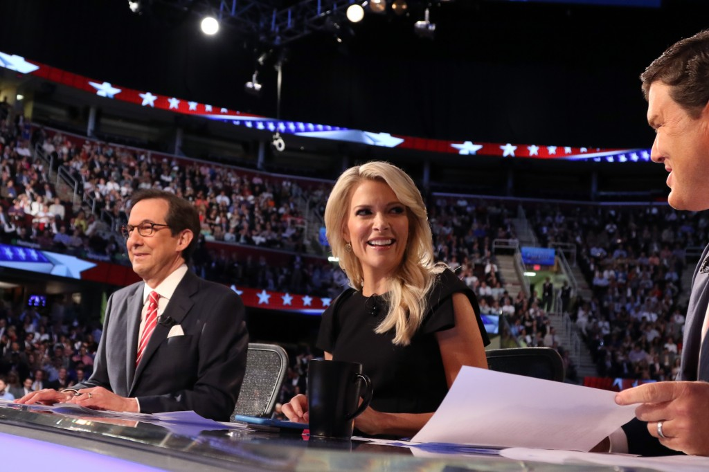 Fox News Channel debate moderators (L-R), Chris Wallace, Megyn Kelly and Brett Baier, start the first official Republican presidential candidates debate of the 2016 U.S. presidential campaign in Cleveland, Ohio, August 6, 2015. REUTERS/Aaron Josefczyk - RTX1NEKI