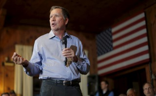 U.S. Republican presidential candidate and Ohio Governor John Kasich holds a campaign town hall meeting in Peterborough, New Hampshire, August 11, 2015. Kasich hopes to challenge Jeb Bush in the New Hampshire primary. Photo by Brian Snyder/Reuters