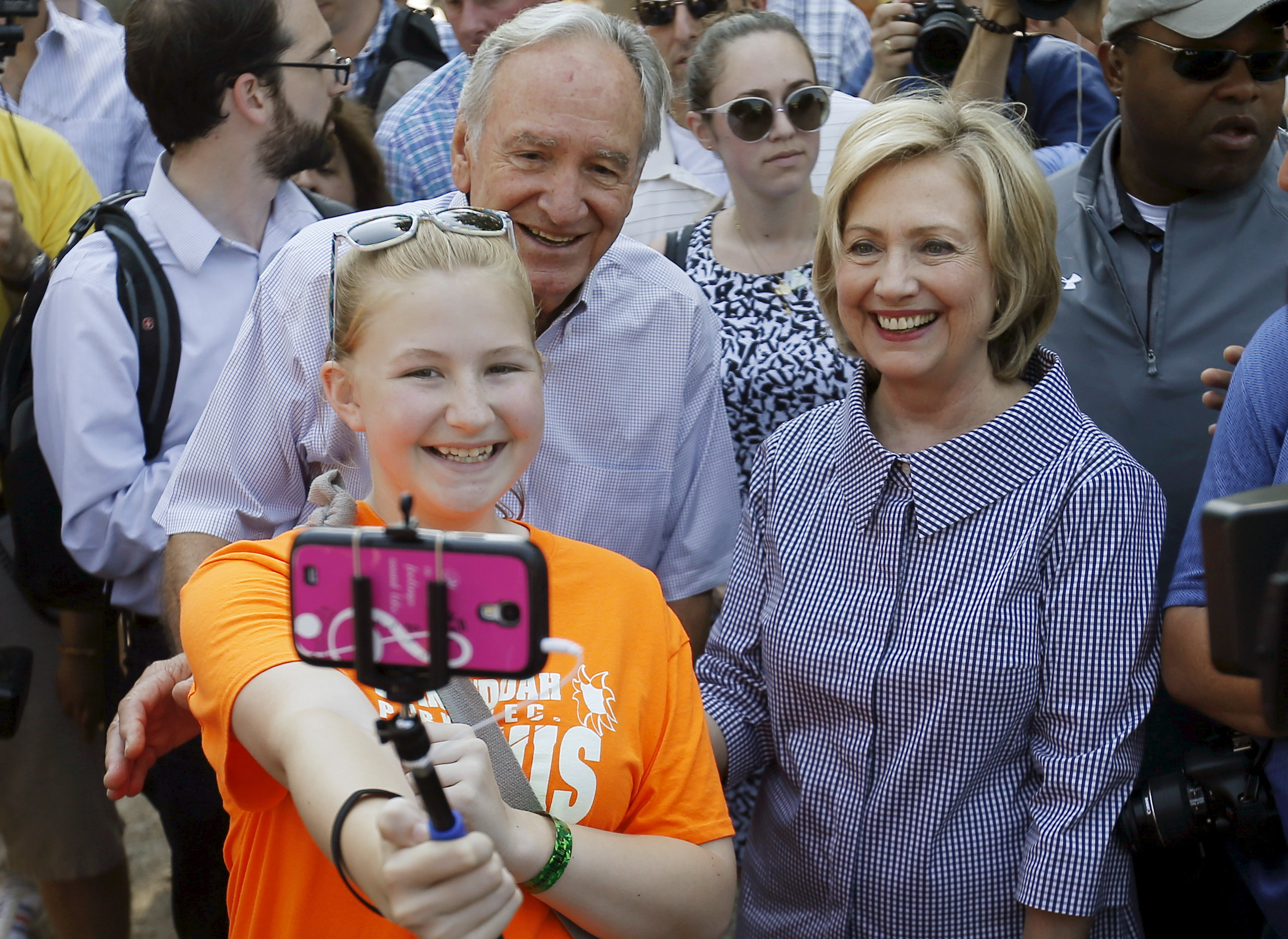 U.S. Democratic presidential candidate Hillary Clinton and former Senator Tom Harkin (C) pose for a photo with an attendee at the Iowa State Fair in Des Moines, Iowa, United States, August 15, 2015.  REUTERS/Jim Young   - RTX1ODVD